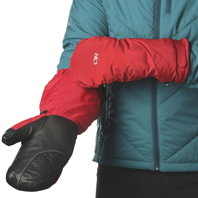 Outdoor Research Men's Alti Mitt in use