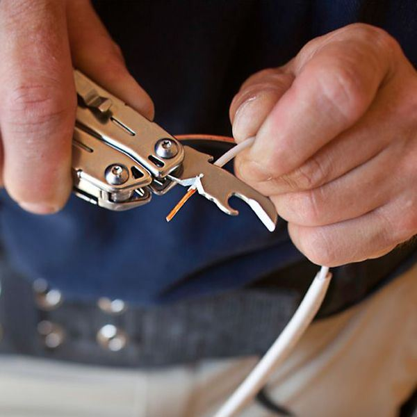 Leatherman Wingman Silver in use